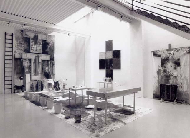 Hermann Nitsch, Opere recenti e reperto della 84 azione, 1990, exhibition view