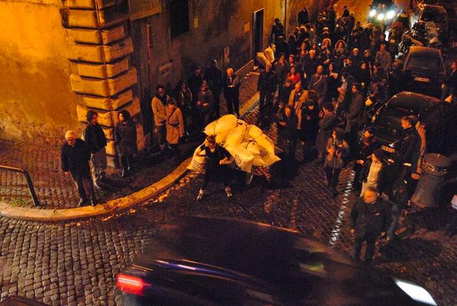 Mary Zygoury, Democratic Valuation. Buying, Selling, Trading, performance, Rome, 11/11/2010, photo by Gabriele Gianni