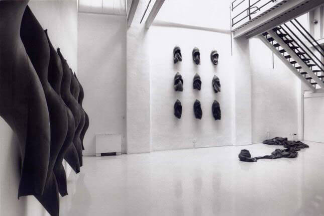 Paolo Canevari, Camere d'aria, 1991, exhibition view