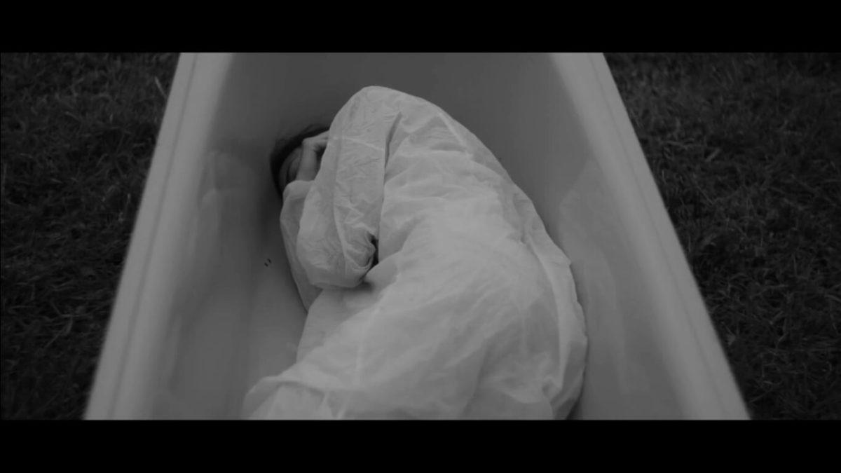 Daniela Costa, Drowning (morte per annegamento), 2015, still